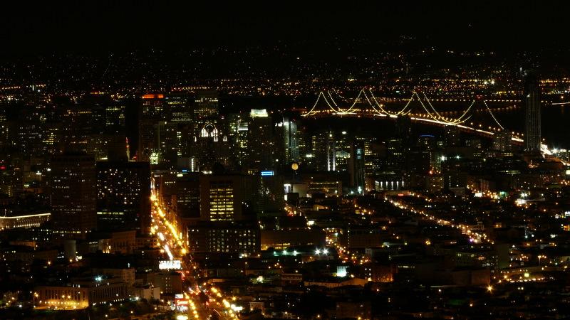 Voir tout le panorama de San Francisco vue des collines de Twin Peaks