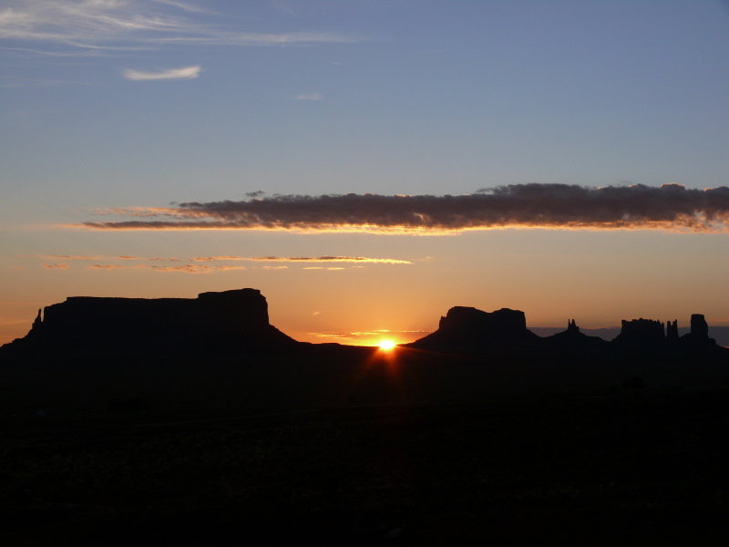 Voir le magnifique lever de soleil à Monument Valley