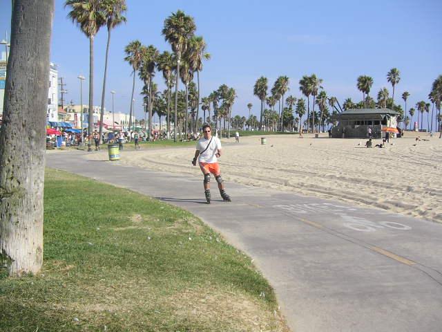 Découvrir Venice Beach ( à Los Angeles) et son boardwalk , et pourquoi pas en roller ou en vélo