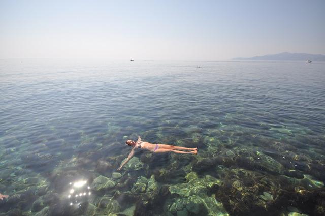 Se baigner à la Plage Porbello de Monemvassia