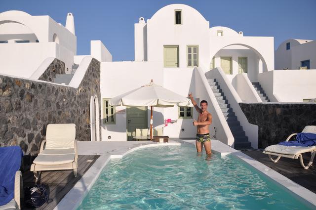 """L'hôtel """"Thermes Luxury Villas"""" à Megalochori sur l'île de Santorin : juste le bonheur !!!"""