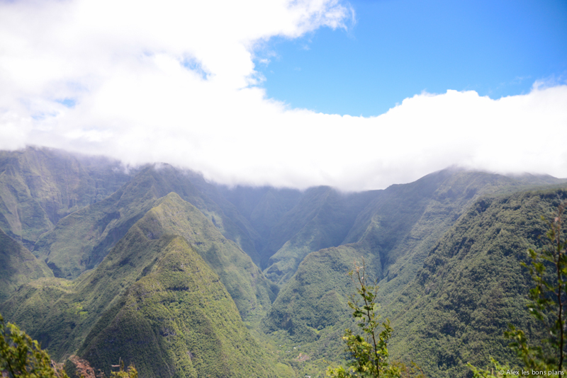 Les Nuages et l'île de la Réunion